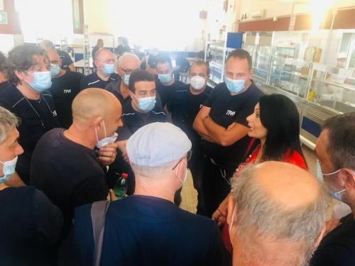 Assessore Palmieri con lavoratori Firema